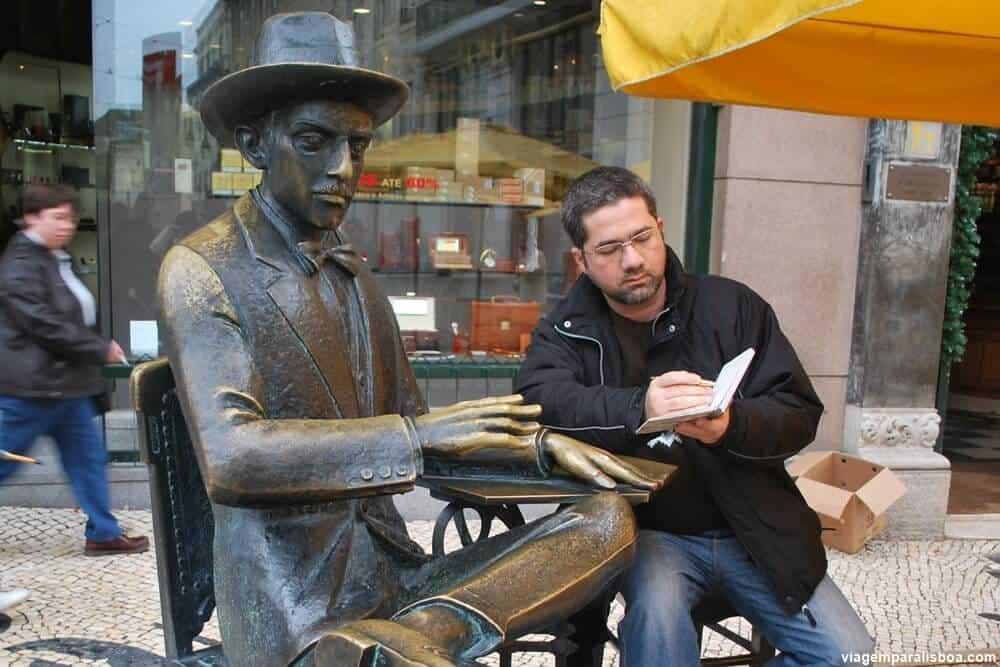 Estátua de Fernando Pessoa Café A Brasileira