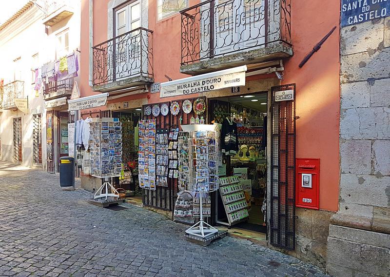 lojas de souvenirs em Lisboa
